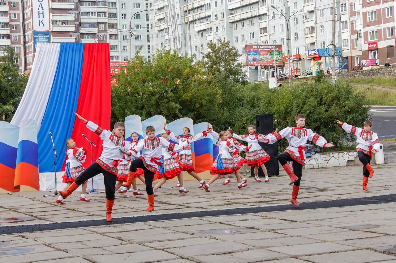 Den-flaga-Rossii-2016-008