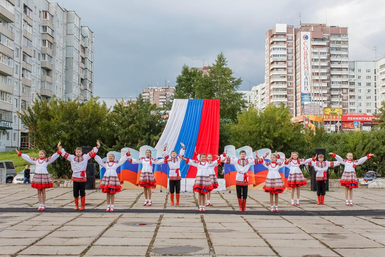 Den-flaga-Rossii-2016-009