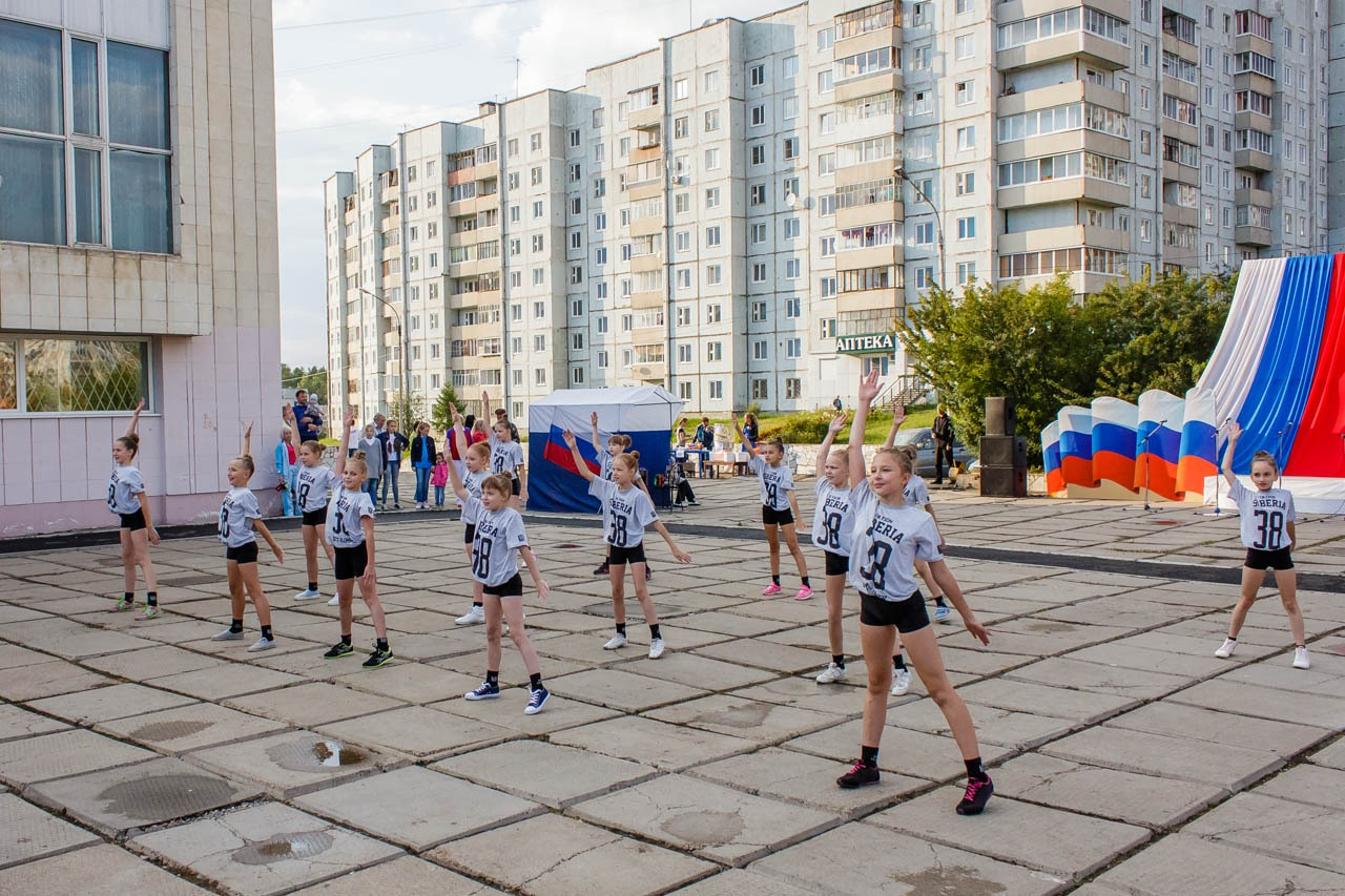 Den-flaga-Rossii-2016-012