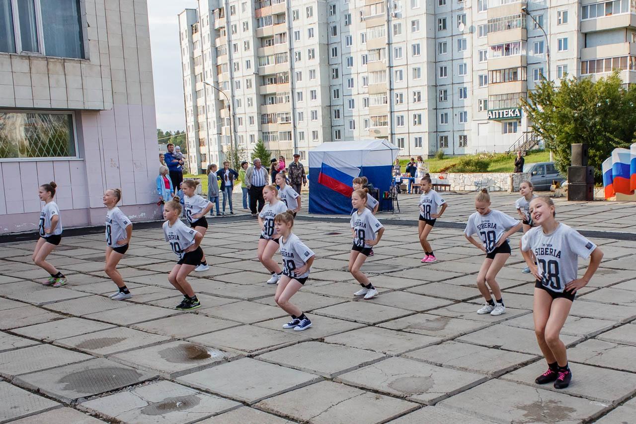 Den-flaga-Rossii-2016-013