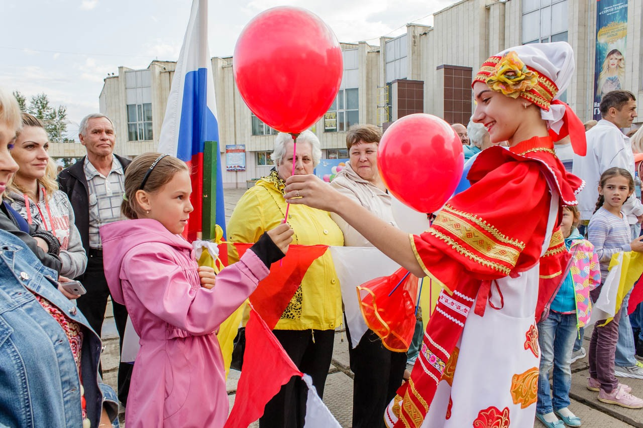 Den-flaga-Rossii-2016-017