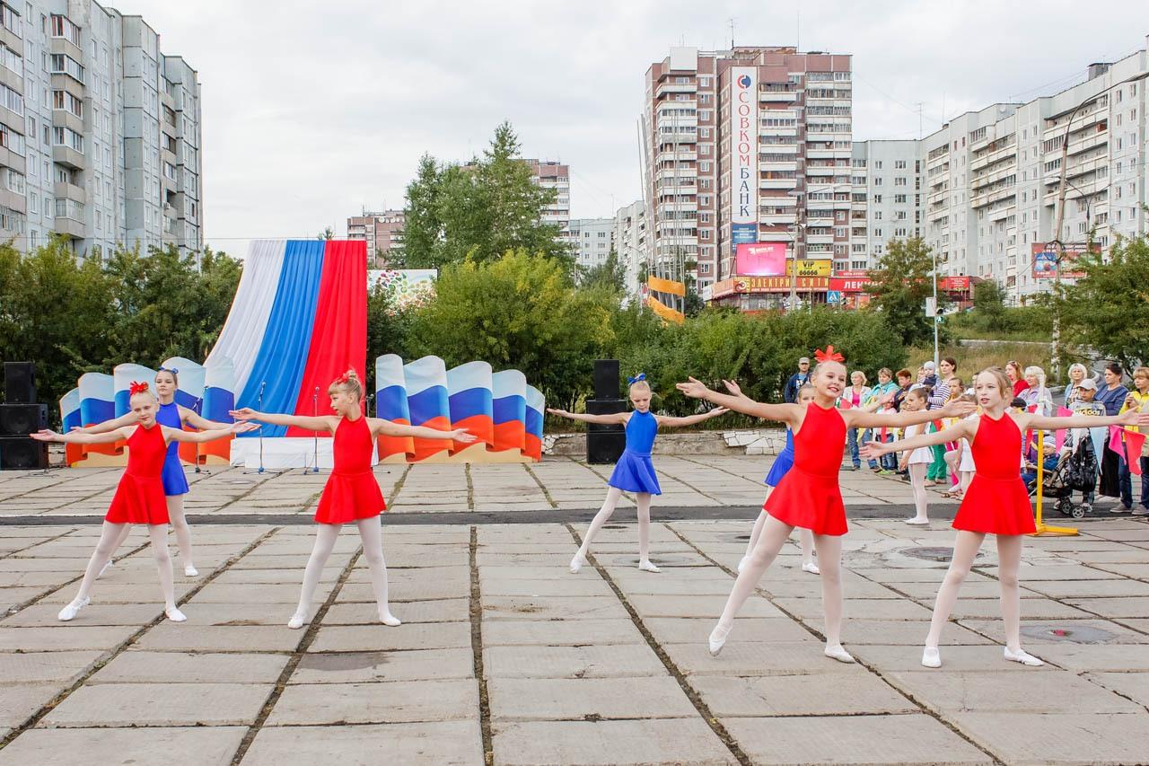 Den-flaga-Rossii-2016-028