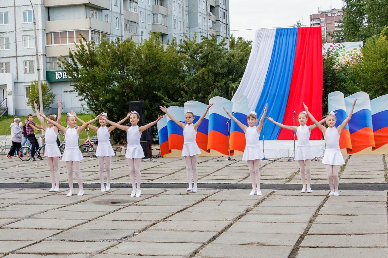 Den-flaga-Rossii-2016-029
