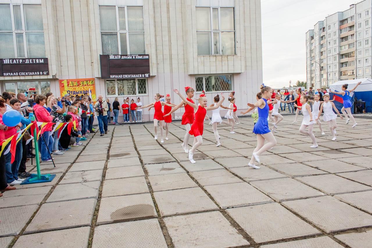 Den-flaga-Rossii-2016-030