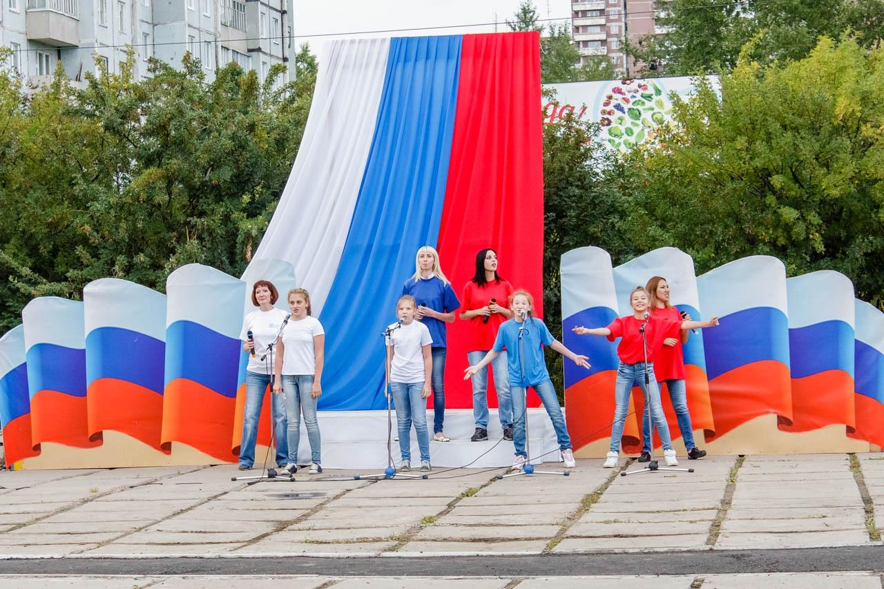 Den-flaga-Rossii-2016-032