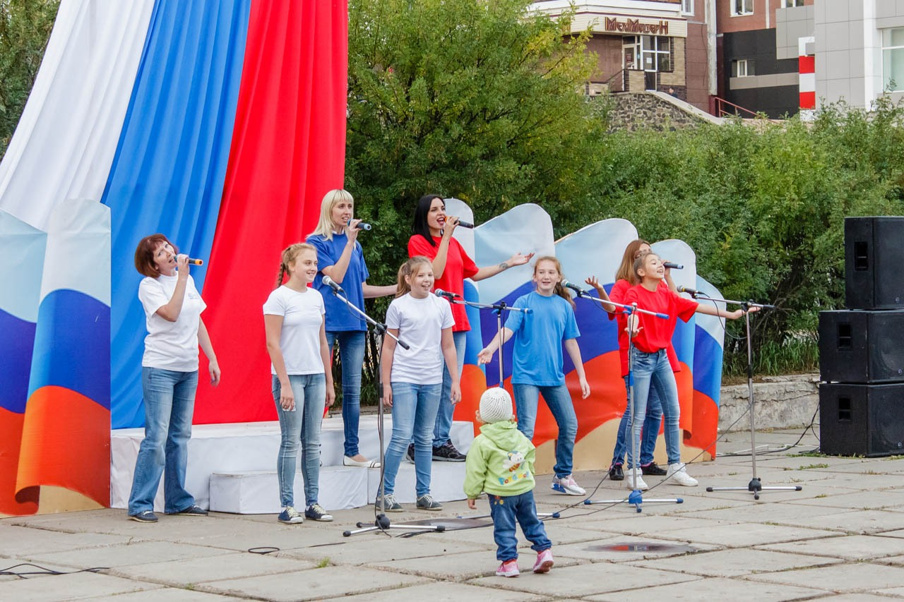 Den-flaga-Rossii-2016-033